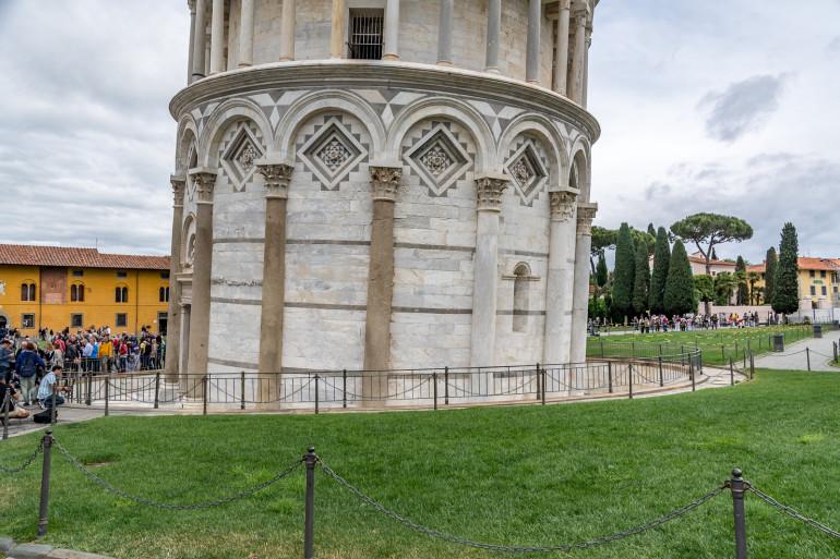 Pisa ved foden af det skæve tårn