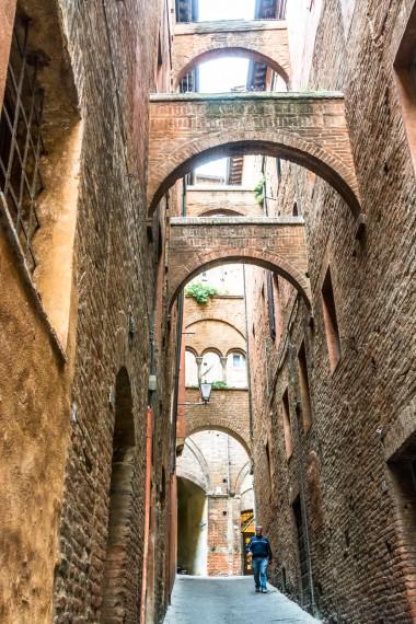 Siena smal gade med buer