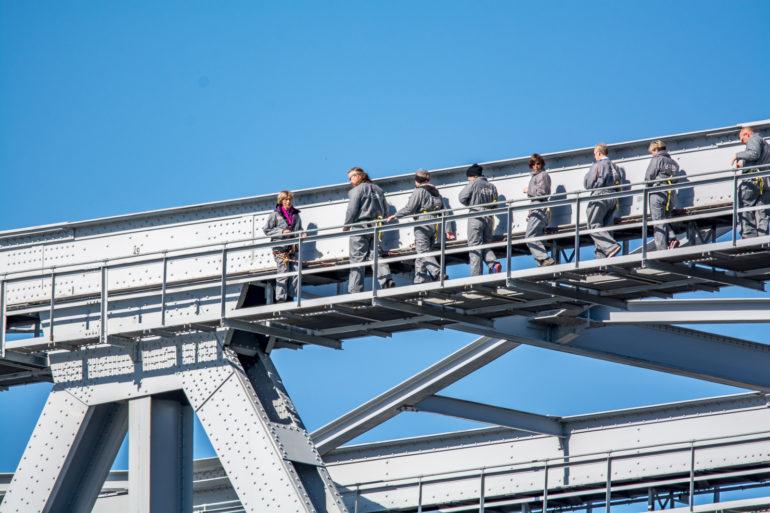 Lillebæltsbro med bridgewalkere tæt på